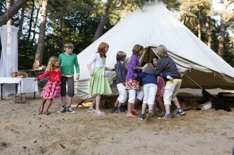 tente et enfants dans le sable sibley coton